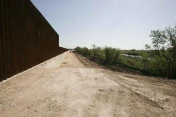D28C88F8C12E72679440EEB708214BF1.new-border-line-wall-photogallery