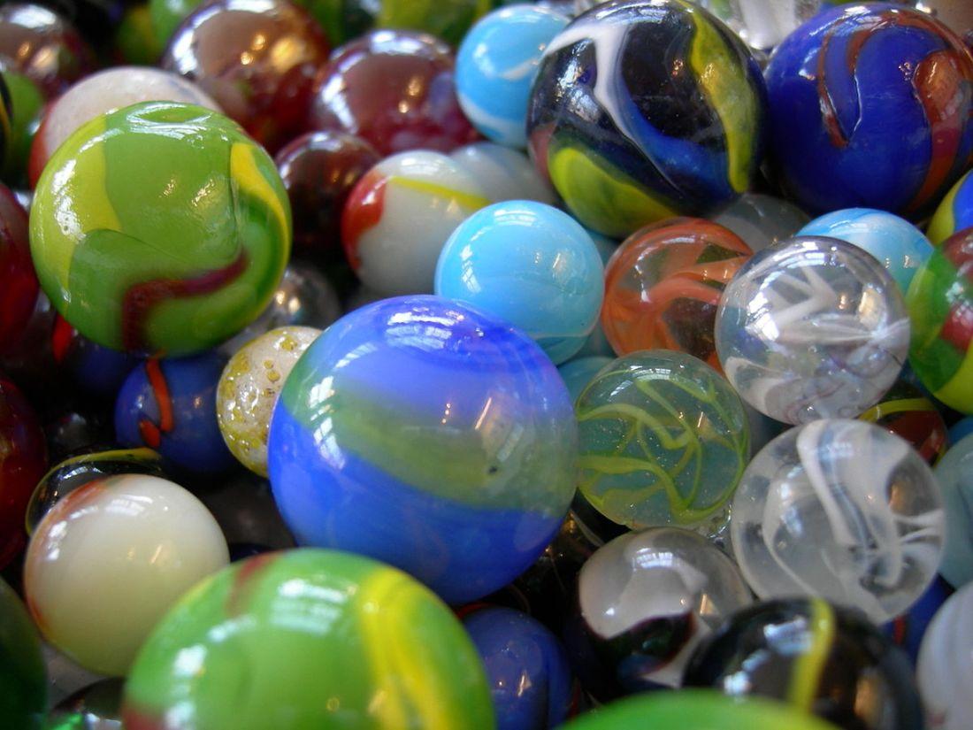 1200px-JM_marbles_01